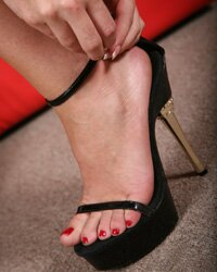 Sierra Sanders | interracial footjobs